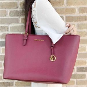 Gaby'sBags👜💕-Michael Kors LARGE Tote Mulberry